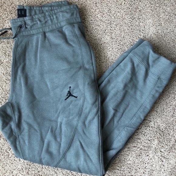 90ce5e61561d6b Jordan Other - Gently worn Jordan sweatpants
